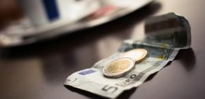 Legea nr. 186/2015 elimină impozitarea Bacşişului şi Registrul de bani personali
